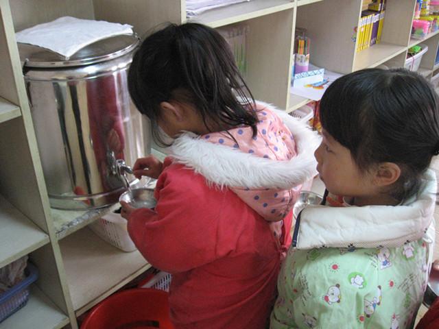 小班幼儿进餐习惯的培养