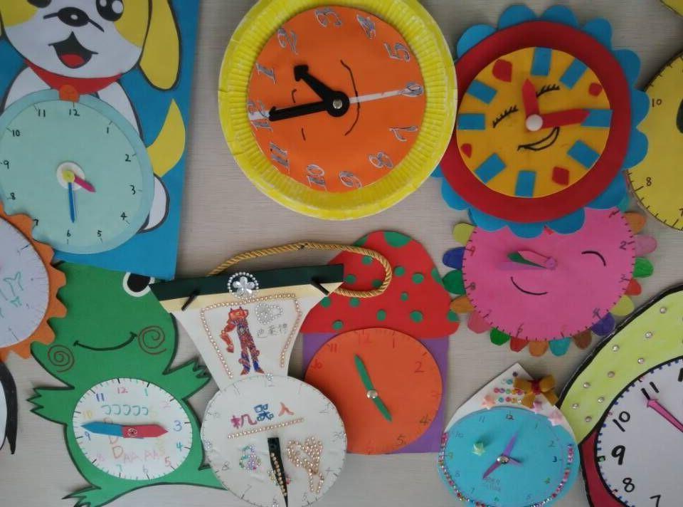 二年级的小朋友们学习钟表