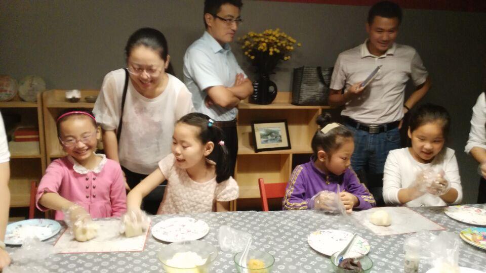 八月十五月儿圆,我为家人打月饼
